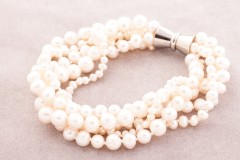 Pelēkā pērļu rokassprādze