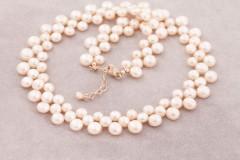 Zeltaini palsās pērles
