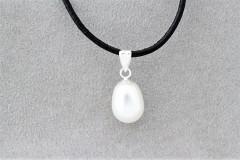Kaklarota ar baltu pērli