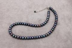 Melno pērļu kaklarota