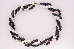 Balti - melnās pērles