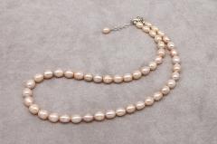 Balto pērļu kaklarota