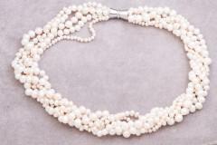 Baltās apjomīgās pērles