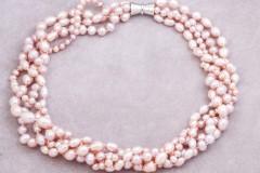 Lavandas krāsas pērles