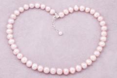 Rozā pērļu kaklarota
