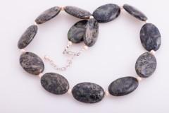 Riolīta akmeņu kaklarota