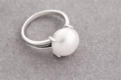 Gredzens ar lielo balto pērli