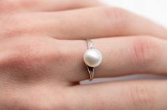 Gredzens ar pelēko pērli